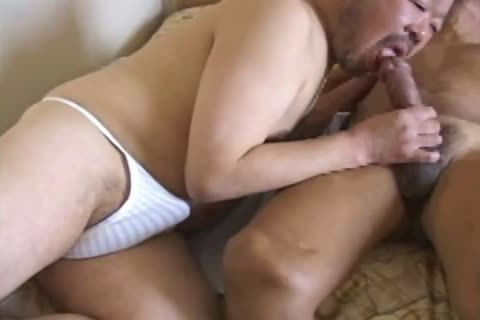 oriental daddy lad Has His gigantic penis Sucked By enchanting Daddy Bear