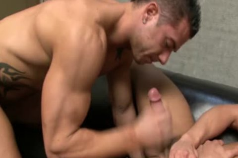 CODY CUMMINGS acquires A suck job joy stimulation-service FROM A HUNK