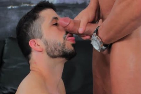 Spanish Hunk Sucks 10-Pounder At Gaycastings