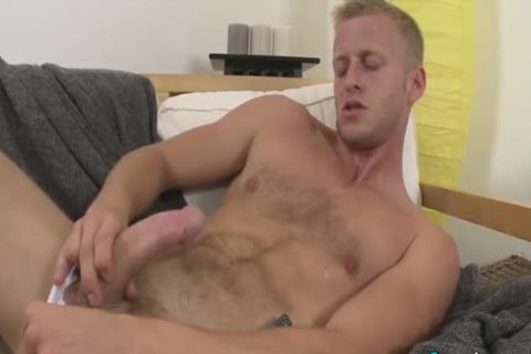 lascivious Denis Reed Working Out A Messy Load Out Of his testicles