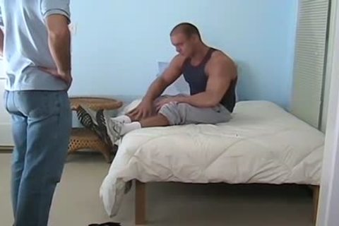 gigantic Muscled Baily Jerks 10-Pounder And Cums During Foot Worship