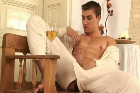 This stylish homosexual dude Comes Home And Drinks Some Wine previous to His Has A Sensual Self Devotion Session