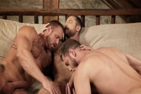 Muscle homosexual threesome And Creampie