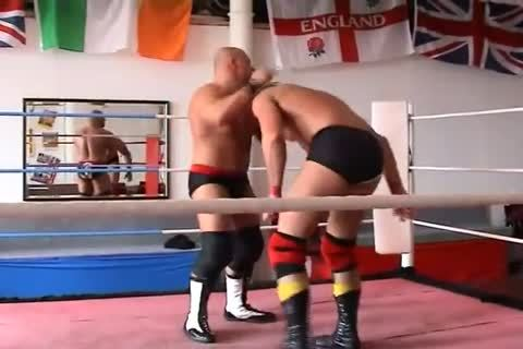 sleazy Muscle Wrestling