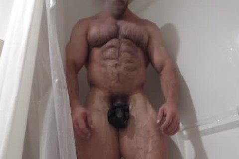 hairy Muscle Hunk Oils Up