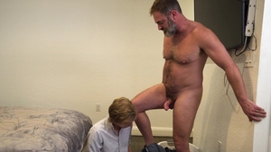 FamilyDick - Teacher Skylar Hill bareback stretching in bath