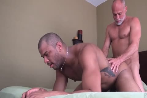 daddy man bonks His Muscle Toyboy
