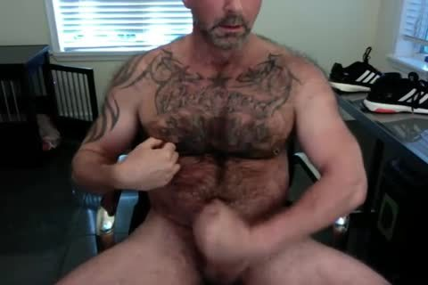 hairy Tattooed Daddy Cums On cam