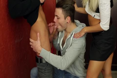Delivery Ending Up In A bisex threesome