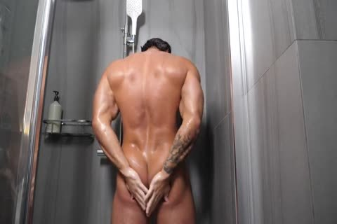 Russian Bodybuilder jerk off & cum