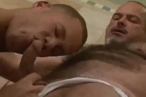 sexy muscle bear takes 10-Pounder in shower